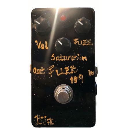 BJF Fuzz 109 MKII Gold text w Black Knobs